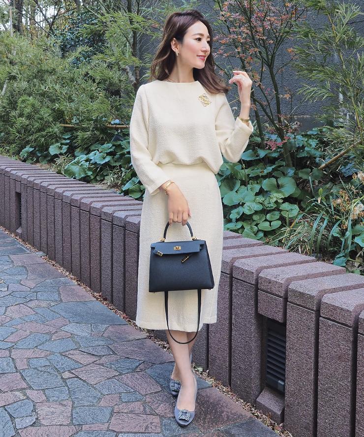 星玲奈さんのツイードフレアトップスとベーシックツイードタイトスカートのコーデ1