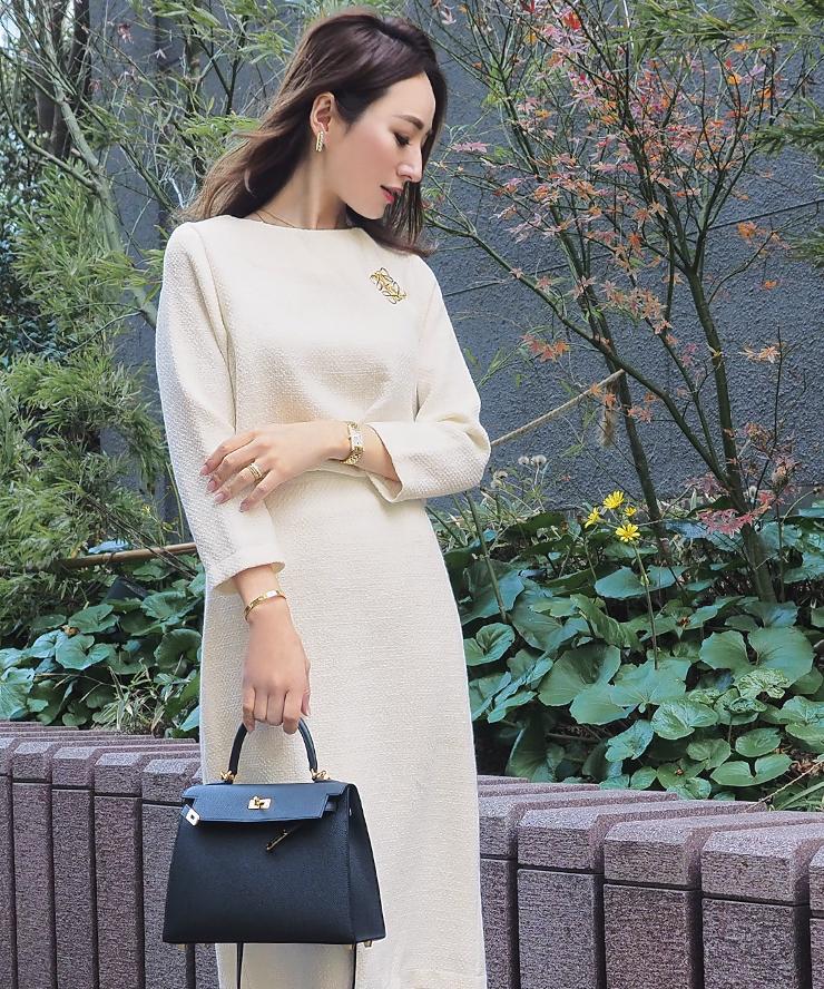 星玲奈さんのツイードフレアトップスとベーシックツイードタイトスカートのコーデ2