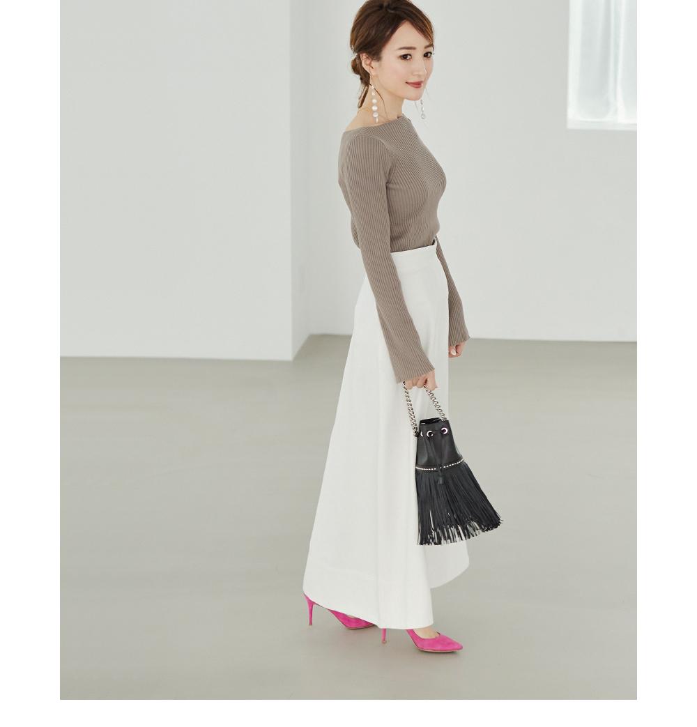 ハイウエストデニムロングスカート着用している星玲奈さん1