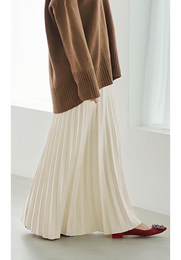 プリーツロングスカート着用している星玲奈さん5