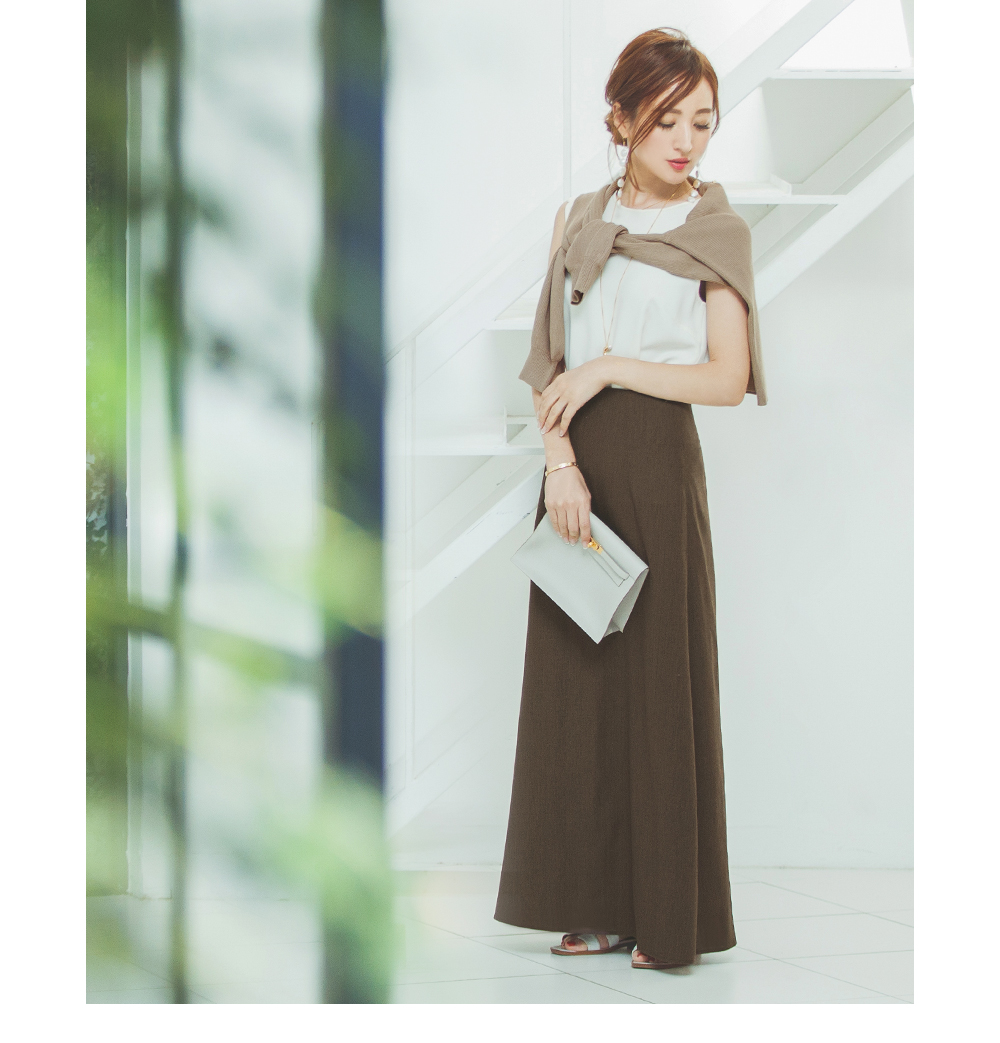 麻混セミフレアスカート着用している星玲奈さん1