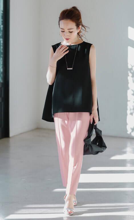 カラースティックパンツ着用の星玲奈さん5