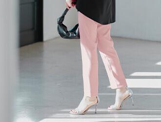 カラースティックパンツ着用の星玲奈さん2