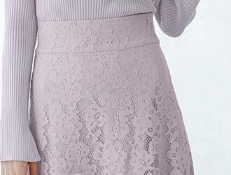 レースセミフレアスカートを着用している星玲奈さん4