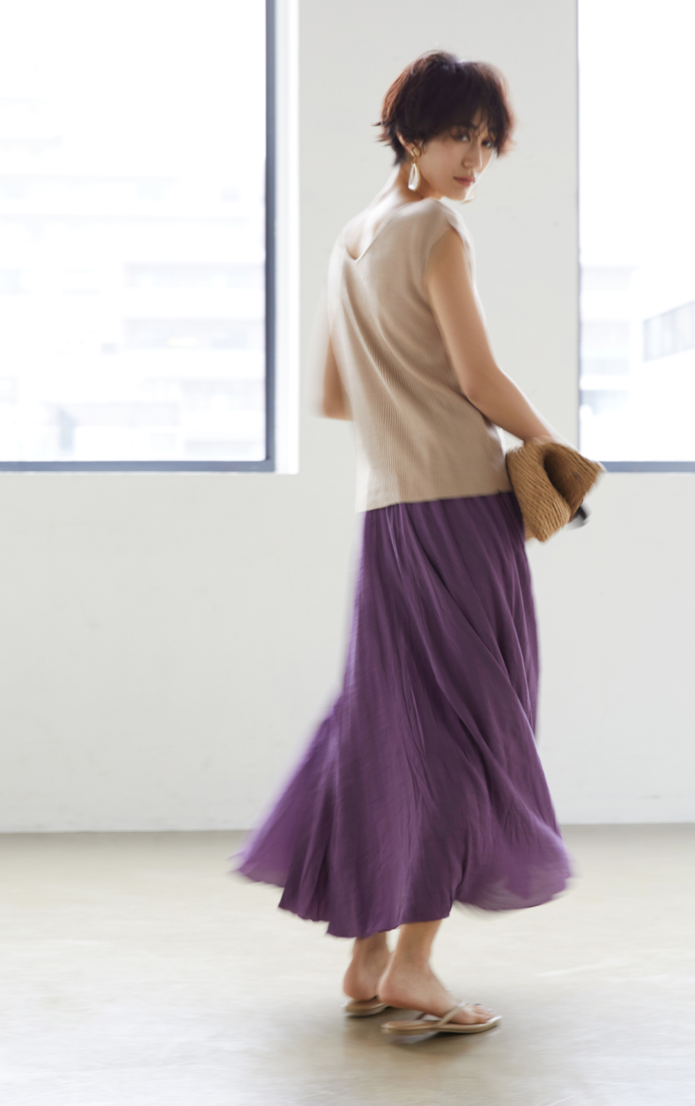 前後2wayフレンチスリーブニットとスラブボリュームマキシスカート着用の神山まりあさん1