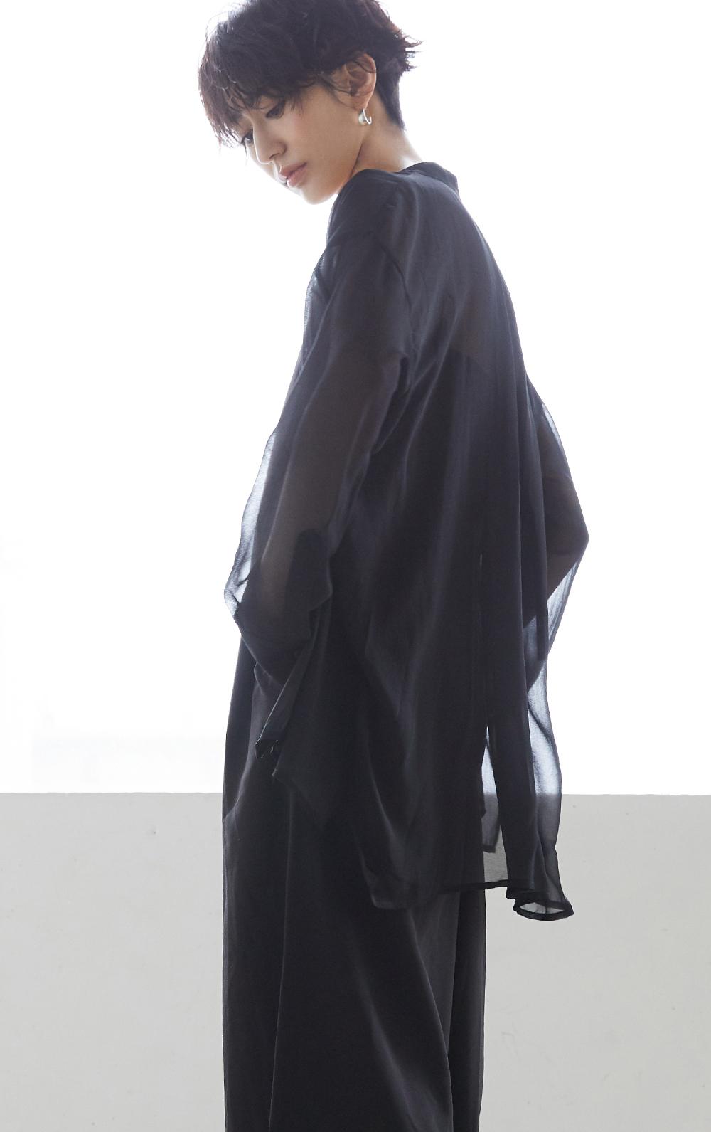 バンドカラーシースルーシャツとリボンキャミサロペット【着用の神山まりあさん2